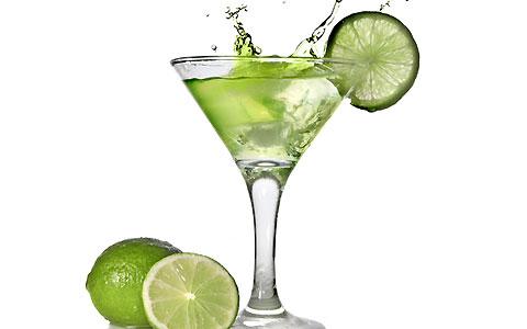 آیا نوشیدن آب و لیمو به کاهش وزن کمک میکند ؟ | طرفداری
